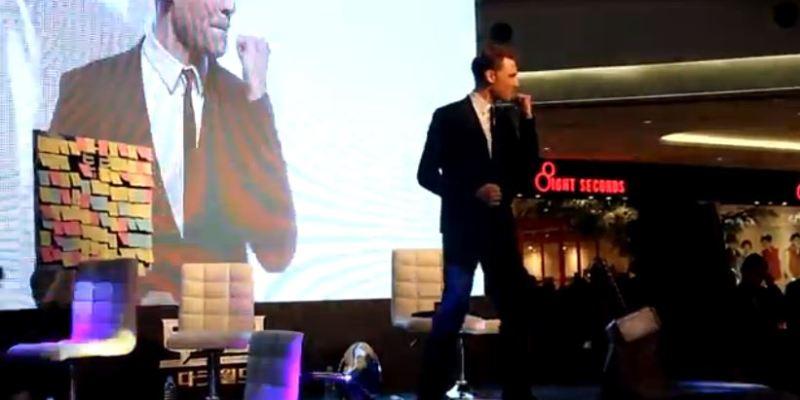 Tom Hiddleston can dance