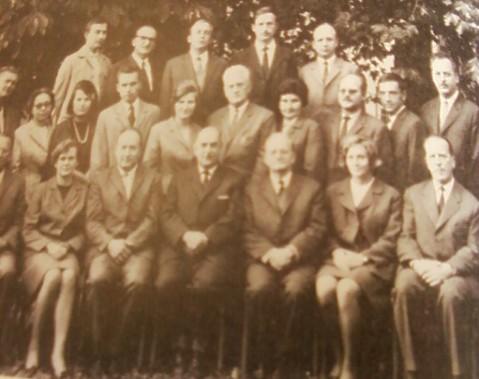 Slika 7. Profesorski zbor 1966, s profesorjem Ivanom Žmavcem, prvi z desne v tretji vrsti in profesorjem Adolfom Žižkom drugi z desne v tretji vrsti.