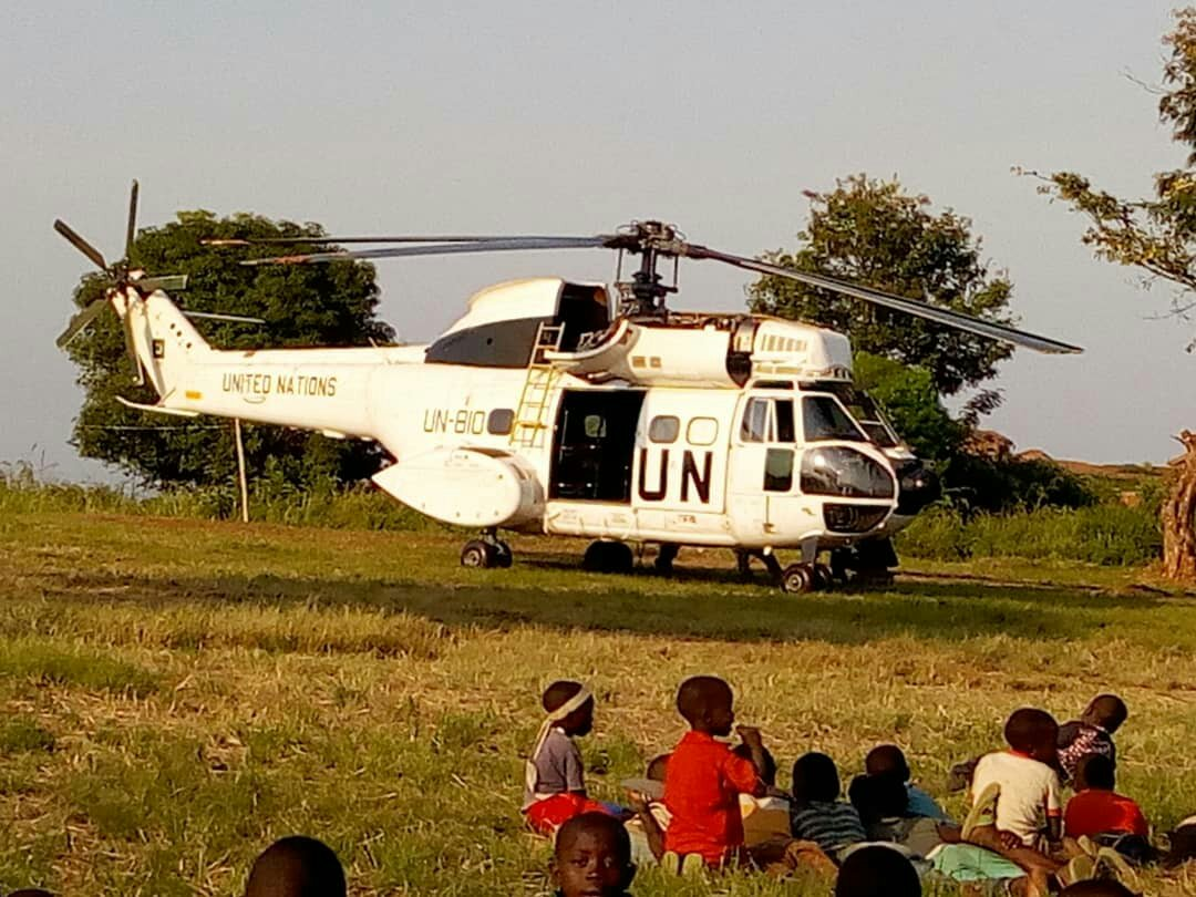 FIZI: un hélicoptère atterri dans le marché.