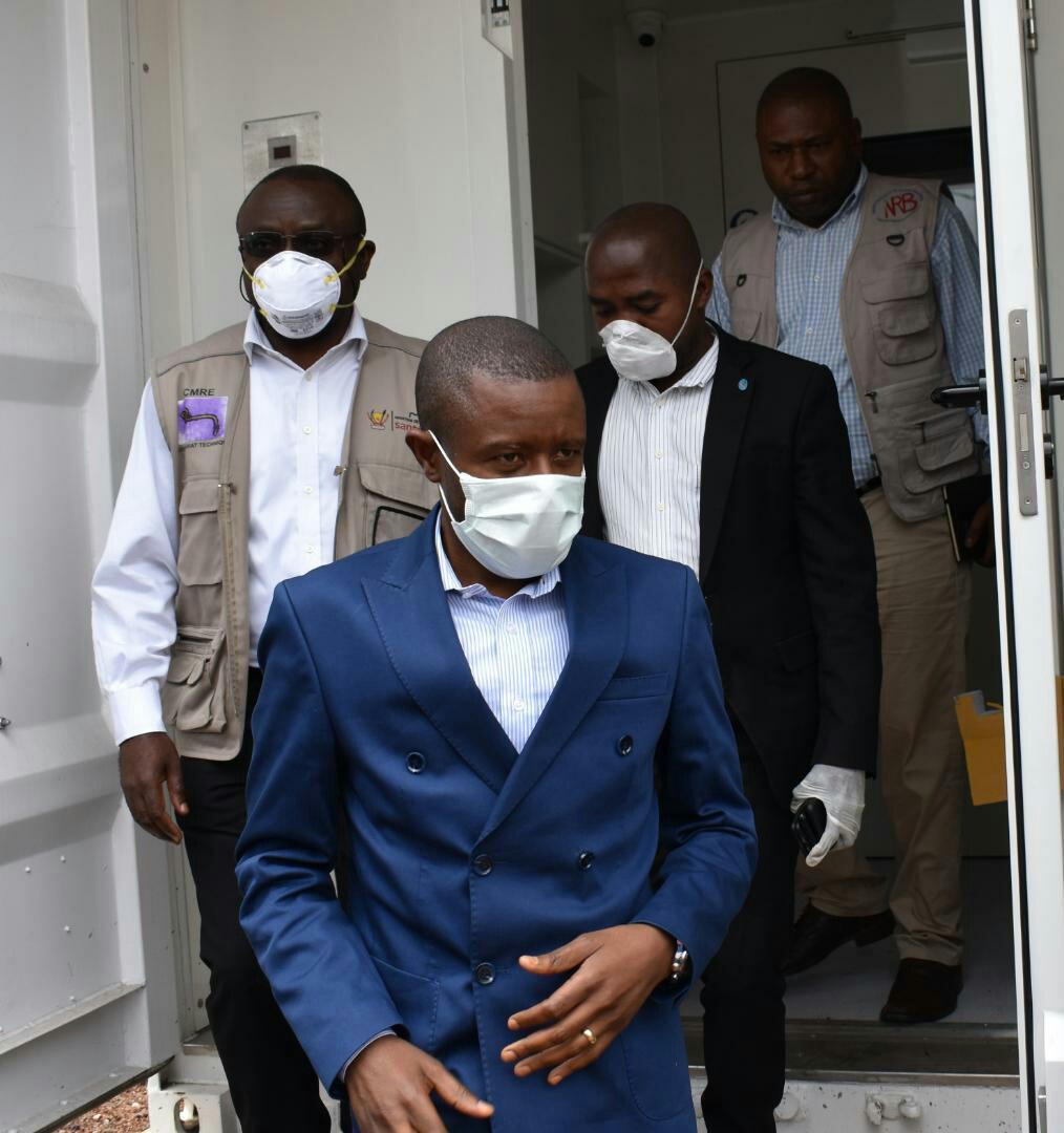 Ph Zachée M, Carly Nzanzu Kasivita devant la presse