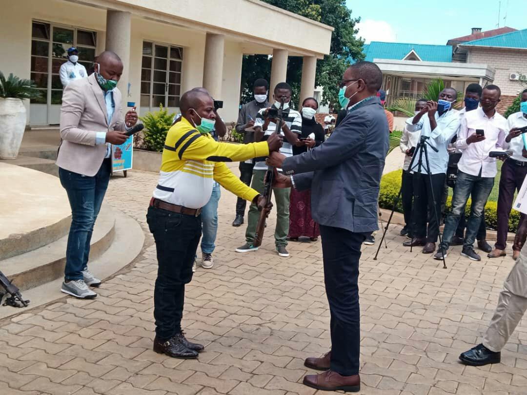 Sud-kivu : Le Général autoproclamé du Groupe armé FFMP, Kahasha Maheshe Simba wa nkutu s'est rendu au Gouvernement et appelle d'autres seigneurs de Guerre à l'emboiter les pas au nom de la paix
