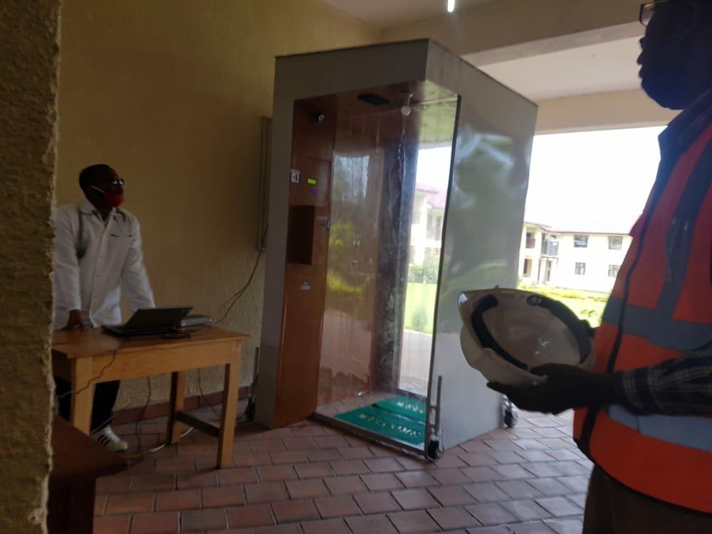 Covid-19 en RDC : l'Université catholique la Sapientia présente un dispositif de désinfection automatique et un ouvrage