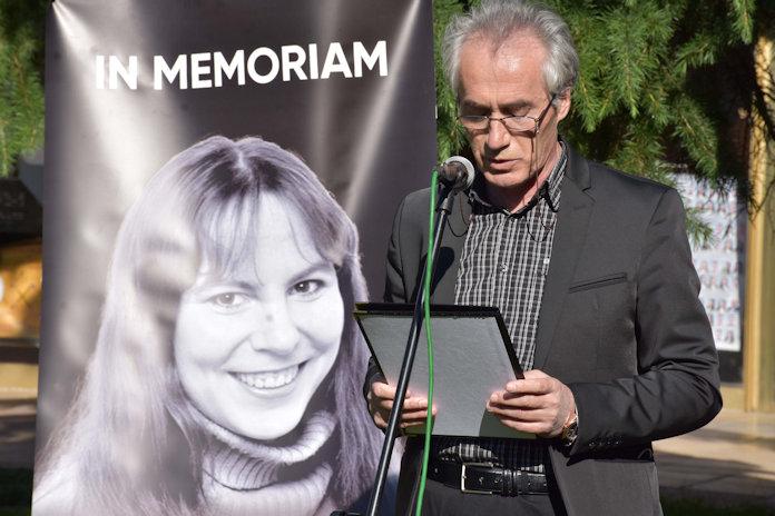 Në Tetovë, u mbajt homazh për poeten Silke Liria Blumbah (1970-2020) -  FJALA e LIRË