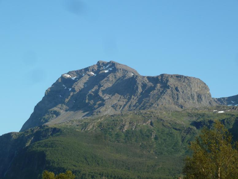 Spanstind is 1557 meters above sea level and is the highest mountain in Lavangen