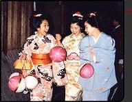 普段着舞妓コース(¥20,500[税別]~) 舞妓変身・京都・観光・宿泊なら「舞妓変身処ペンション祇園」へ から引用