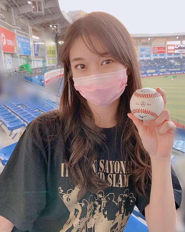 大田泰示選手のホームランボールをキャッチしたモーニング娘。'21牧野真莉愛ちゃん 牧野真莉愛 公式インスタグラムから引用