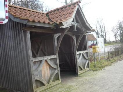 Ulsnis ist übrigens bekannt als das Dorf mit den schönsten Buswarteghäuschen weit und breit *g*