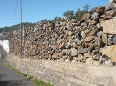... wie zum Beispiel diese Mauer- besonders,