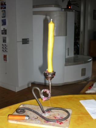 Kerze: krumm. Knuffig, gell? *gg*