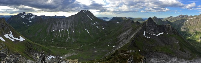 Sveddalstinden summit view (3/3)
