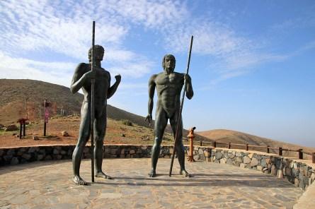 The Morro Veloso statues
