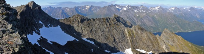 Dalegubben and the southeast ridge