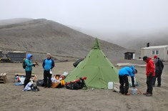 Establishing camp in Kvalrossbukta