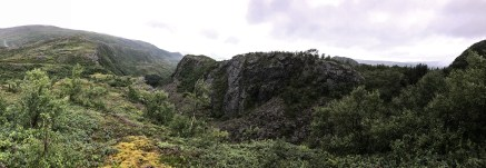 Skomohatten (left on the rocky ridge)