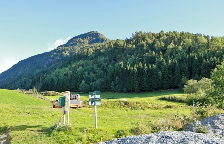 Børesteinen seen from the Berge trailhead