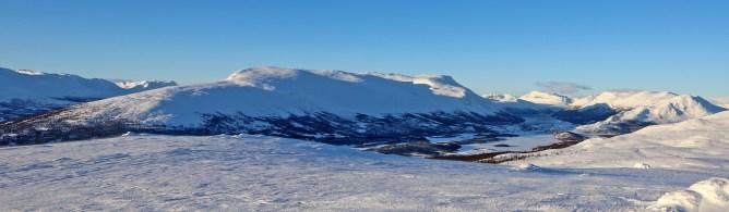 Peaks by lake Helin