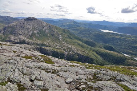 On our way down from Dalaunfjellet, with Øyrtinden on the other side of the valley