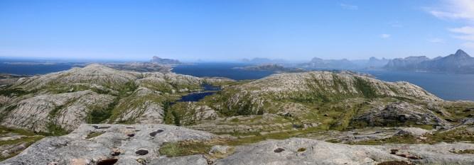 Breiviktinden (left) and the other Rangsundtuva seen from the island high point
