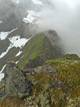On top of Midtre Raudfonndalstind