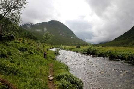 We returned along the east side of the river, via Mosætra