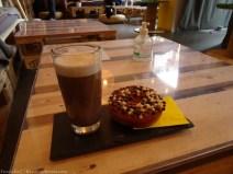Doughnut et cappuccino