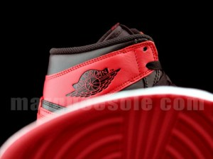 bred-air-jordan-1-retro-high-og-02-570x427