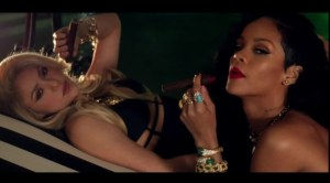 rihanna-and-shakira-smoke-cigars