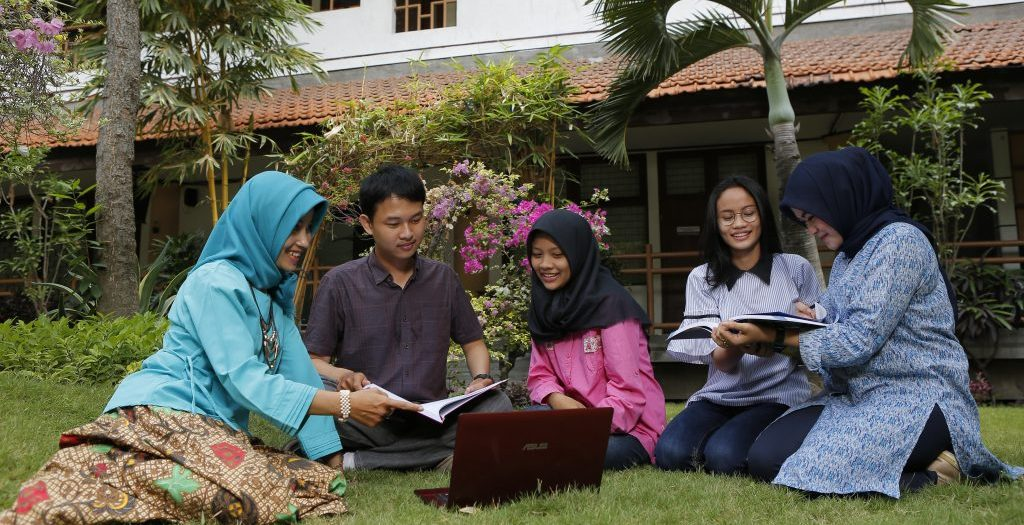 Talk and Sharing Ideas with Lecturer