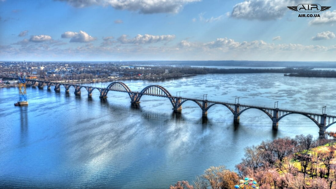 Good-looking quadcopter photo of a bridge over Dnipro