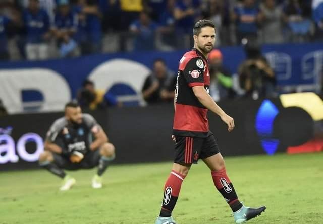 Com lesão muscular, Diego vive altos e (mais) baixos no Fla em 2017; lembre