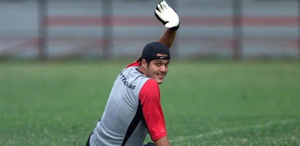Julio Cesar chega ao Rio neste fim de semana para negociar com o Flamengo