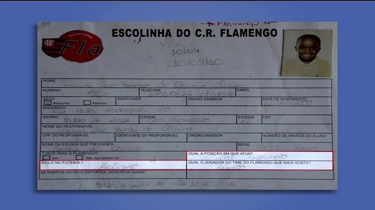 Ficha mostra Vinicius Junior como lateral esquerdo na escolinha do Flamengo