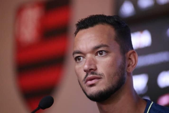 Flamengo explica o mal-estar que acometeu Réver no clássico