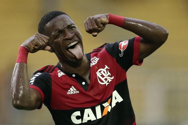 """De """"Caveirão"""" a Vinicius Jr: os dez anos e as quatro """"gerações"""" do """"chororô"""""""