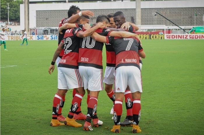 """Zinho destaca jogador que deveria ser titular do Fla: """"O momento é dele"""""""