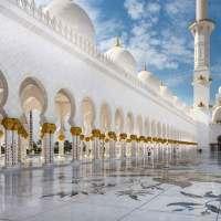 Abu Dhabi tra gli avveniristici grattacieli e la Moschea dello Sceicco Zayed