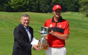 Hugo Bernard (right) receives the 2016 Alexander of Tunis Championship trophy from Golf Quebec Vice-President Bob Bissonette. (Photo: Joe McLean, Flagstick.com)