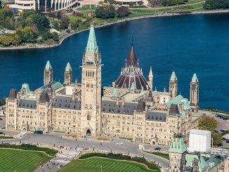 Parliament Hill, Ottawa (Photo: Ottawa Tourism)