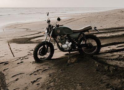 motocicleta scrambler