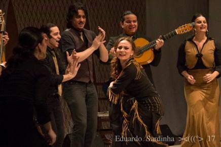 Pelos encantos de Carmen La Talegona no espetáculo Oro Molido