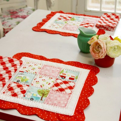 Scalloped Nine Patch Retro Style Placemats