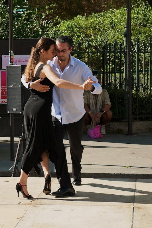 Dancing, near Rue de Bretagne
