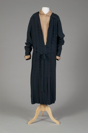 American, ca. 1920-1929. Navy blue crepe dress with tan insets. Double Elizabethan collar.