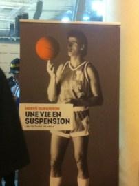 Kakémono avec la couverture du livre sur Hervé Dubuisson (c) Basket Retro - RS