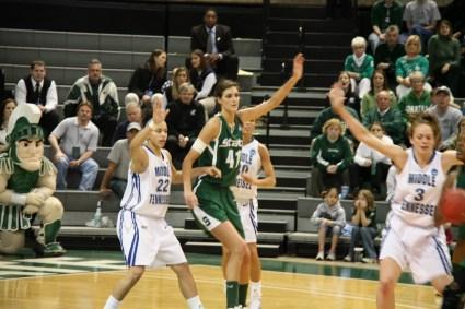 Allyssa DeHaan bras gauche levé pour Michigan State Spartans (c) flickr.com
