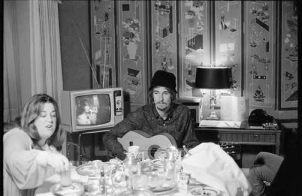 Linda McCartney, The Mamas and the Papas at the Sherry-Netherlands Hotel, 1968.