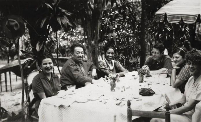 Фрида и Диего с друзьями, анонимный фотограф, c1945.