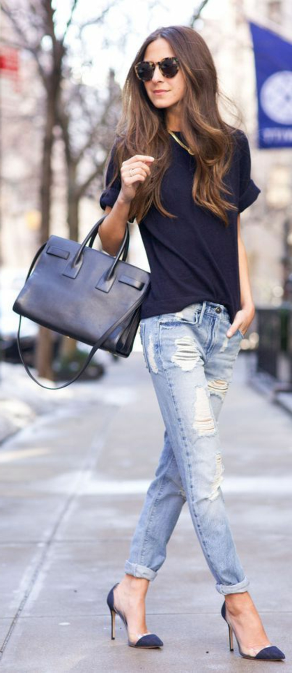 jean-boyfriend-femme-tenue-t-shirt-chaussures-à-talon