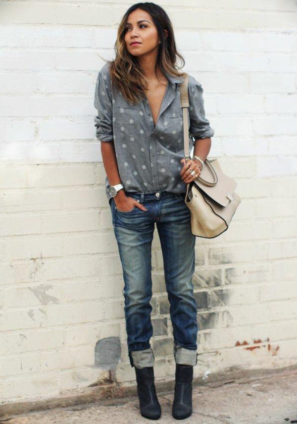 le-tenue-casuel-avec-les-jeans-bf -chemise-points-sac-a-main