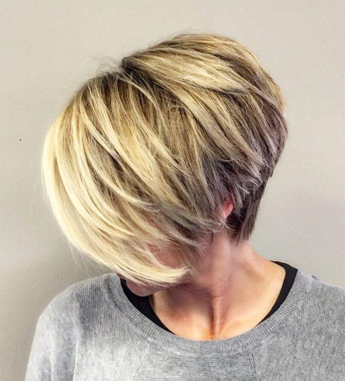 Pixie cheveux fins avec frange et dos plus court